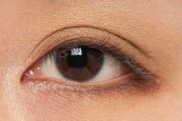 しっとり質感でまぶたに密着!カーキカラーでクールな目元を演出するベージュムートンをご紹介に関する画像13