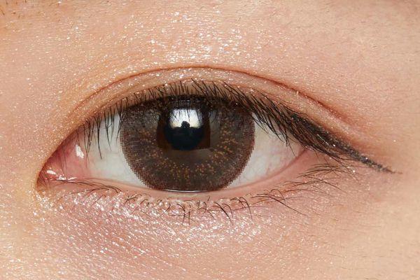 濡れたようなツヤを叶え、まぶたに密着!柔らかなブラウンが立体感を演出するクリームアイシャドウに関する画像30