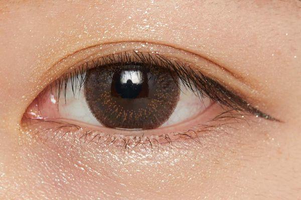 濡れたようなツヤを叶え、まぶたに密着!柔らかなブラウンが立体感を演出するクリームアイシャドウに関する画像34