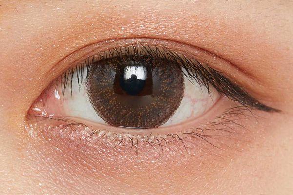 濡れたようなツヤを叶え、まぶたに密着!柔らかなブラウンが立体感を演出するクリームアイシャドウに関する画像26