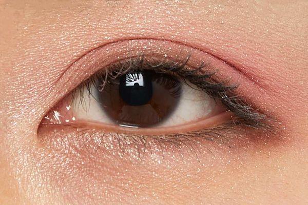 しっとり質感でまぶたに密着!透明感あふれるピュアな目元に仕上がるフラワーバレッタをご紹介に関する画像25