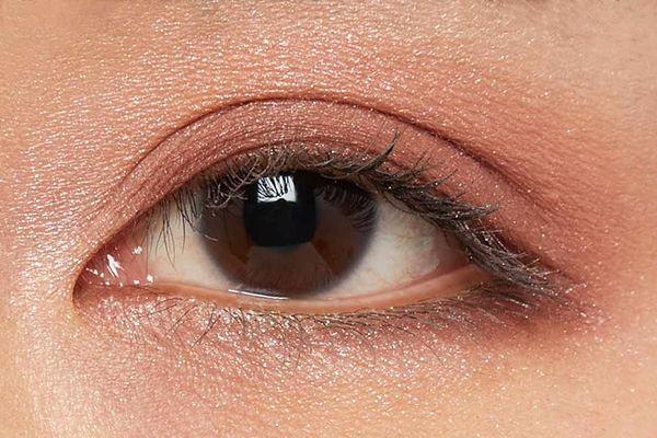 しっとり質感でまぶたに密着!透明感あふれるピュアな目元に仕上がるフラワーバレッタをご紹介に関する画像35