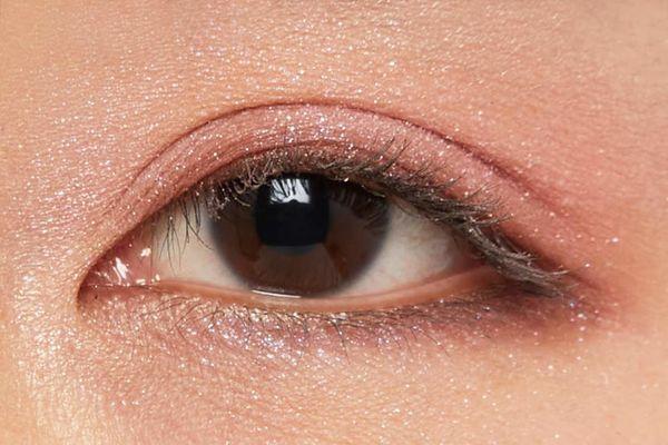しっとり質感でまぶたに密着!透明感あふれるピュアな目元に仕上がるフラワーバレッタをご紹介に関する画像13