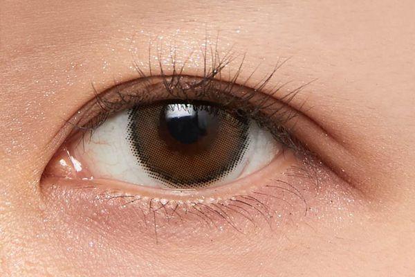 パープルニュアンスで絶妙ピンクブラウンな目元に仕上げてくれるスキニーリッチシャドウ ピオニーブラウンをご紹介に関する画像6