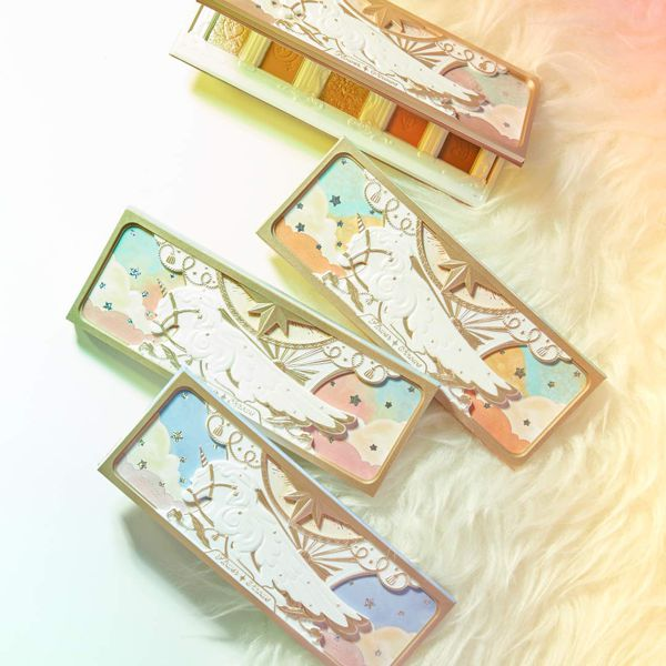 キラキラ輝くラメがかわいいフラワーノーズ『フラワーノーズ ユニコーンシリーズ アイシャドウパレット アンバーサンセット』をご紹介に関する画像1
