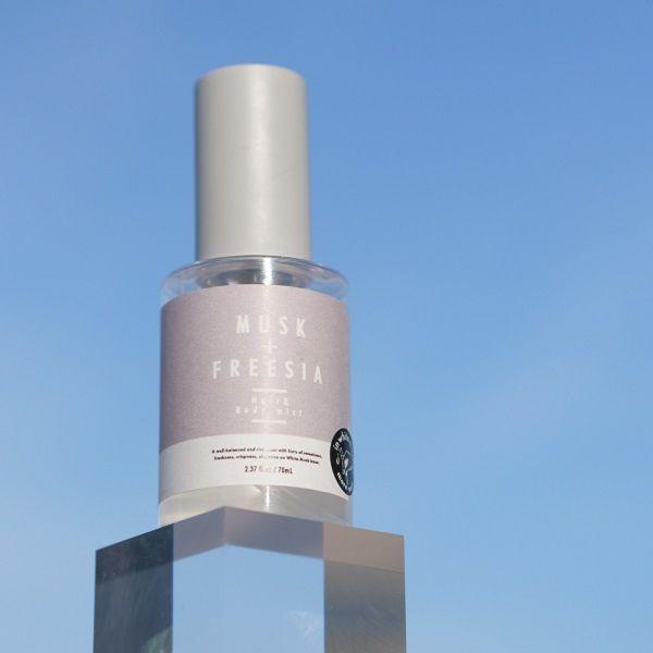 落ち着いた上品さと華やかな香りのmore room(モアルーム)『ヘア&ボディミスト ムスク+フリージア』をご紹介に関する画像1