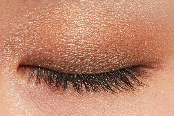 肌に溶け込むシースルー発色!フェミニンでクールなカラー  に関する画像15