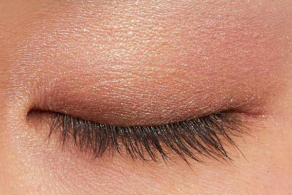 肌に溶け込むシースルー発色!フェミニンでクールなカラー  に関する画像19