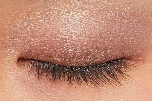 肌に溶け込むシースルー発色!フェミニンでクールなカラー  に関する画像9