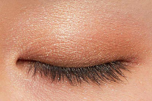 肌に溶け込むシースルー発色!フェミニンでクールなカラー  に関する画像23
