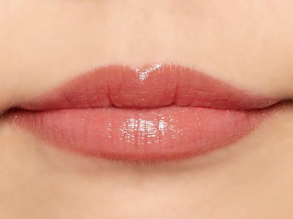 """唇の色を""""隠さずいかす""""! うるつやシアーな発色のスリークグロウリップ『トマトコーラル』をご紹介に関する画像22"""