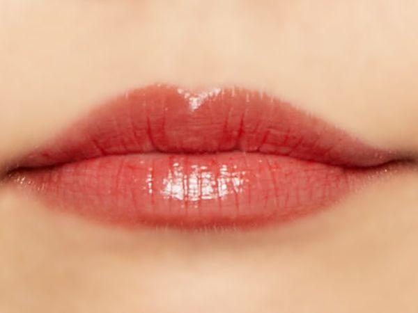 """唇の色を""""隠さずいかす""""! うるつやシアーな発色のスリークグロウリップ『トマトコーラル』をご紹介に関する画像38"""