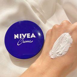 ニベアの青缶は顔にも使える!? 効果や塗り方、パックなどの使い方を徹底解説の画像